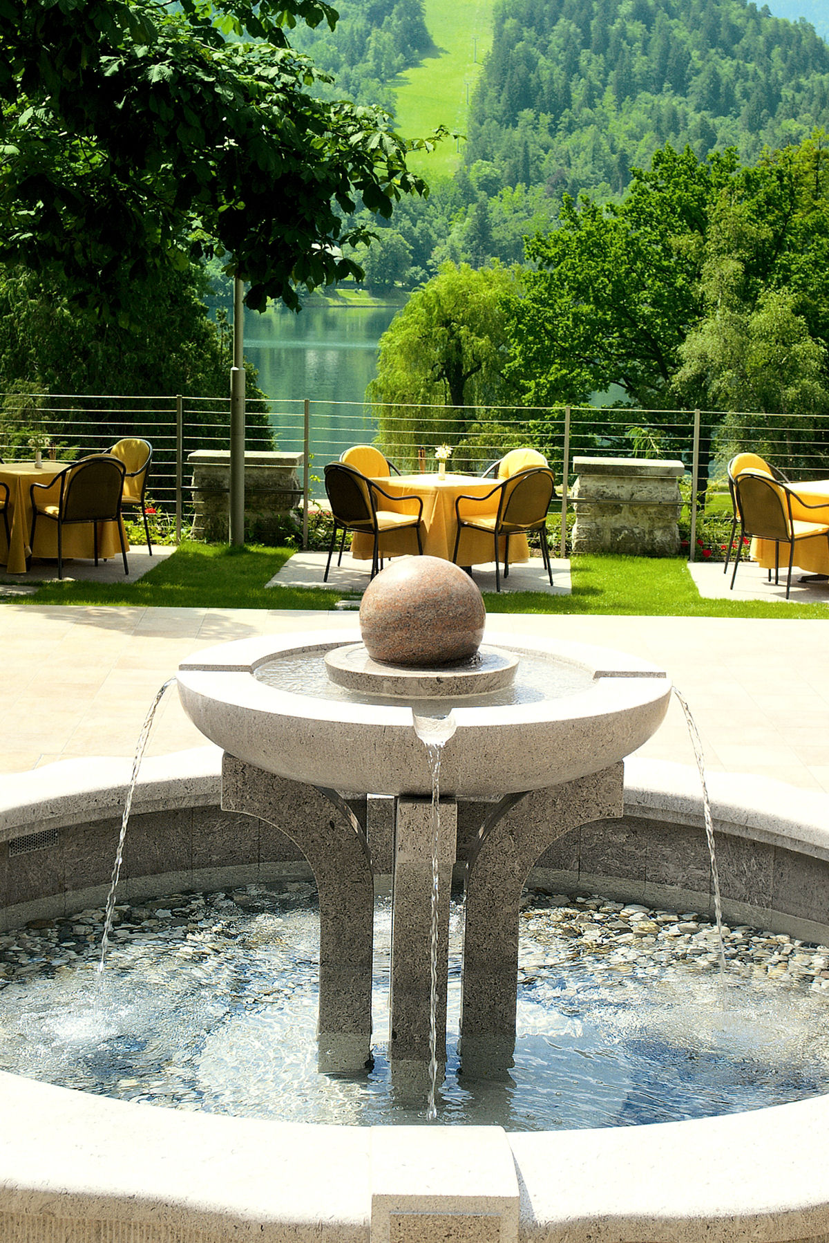 Labod restaurant has a nice garden with fountain and green chestnut trees