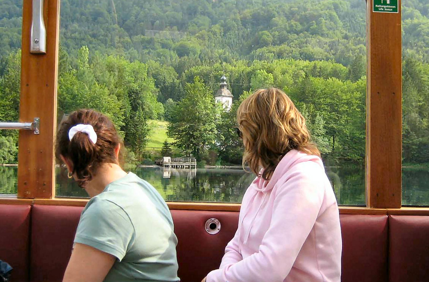 lake-bohinj-tourist-boat