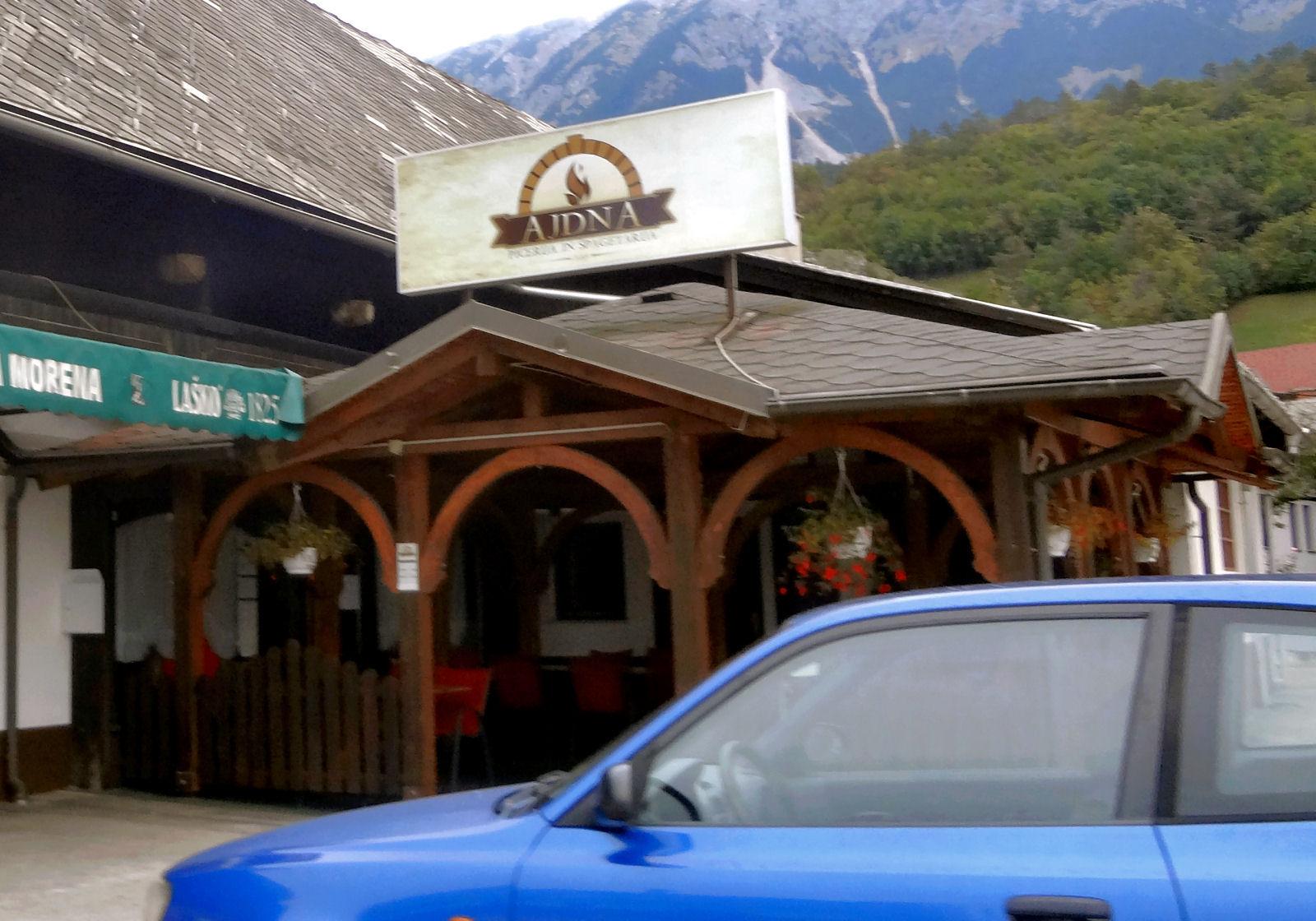 pizzeria-spaghetteria-ajdna-entrance