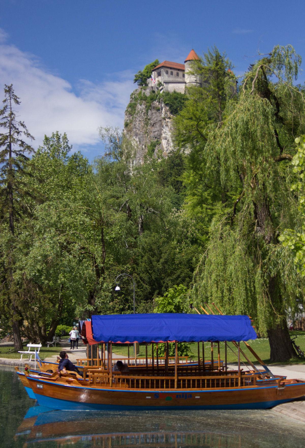 pletna-boat-castle