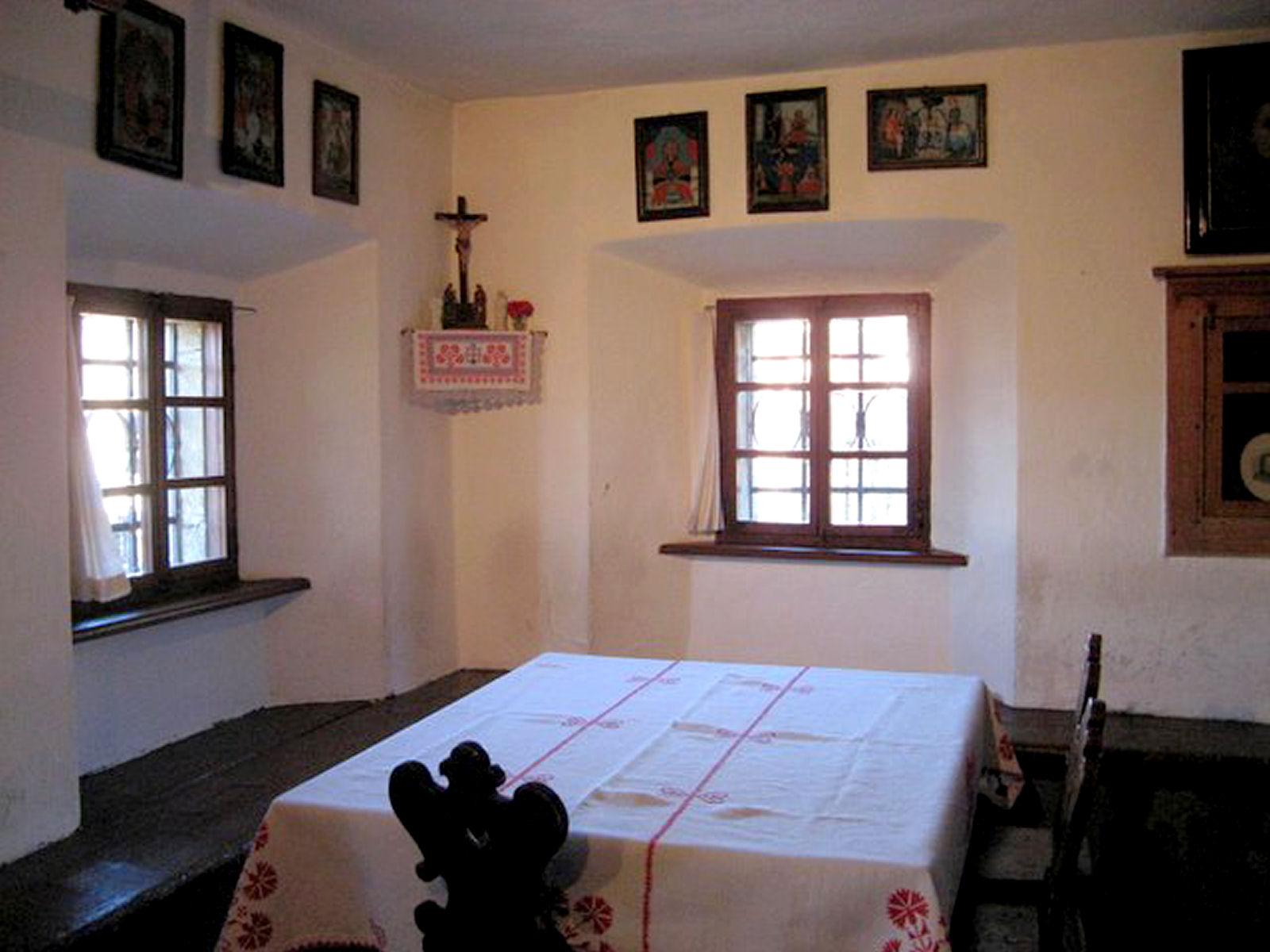 presern-birth-house-table