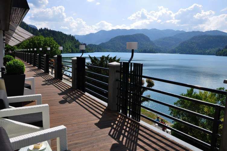 Restaurant Cafe Park near lake Bled