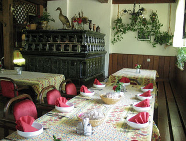 Restaurant Lovski Dom Stol in the Zavrsnica valley