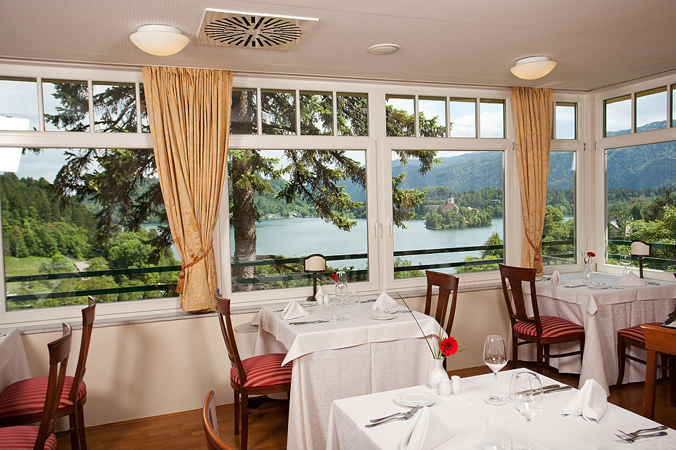 Restaurant in Bled with a lake view