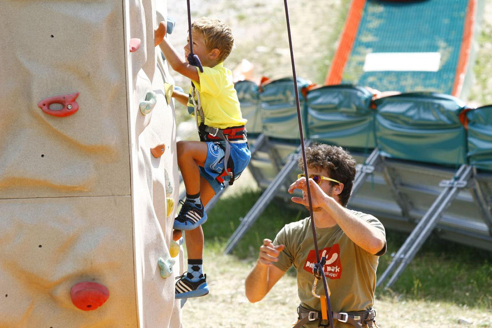 summer-park-krvavec-climbing-wall