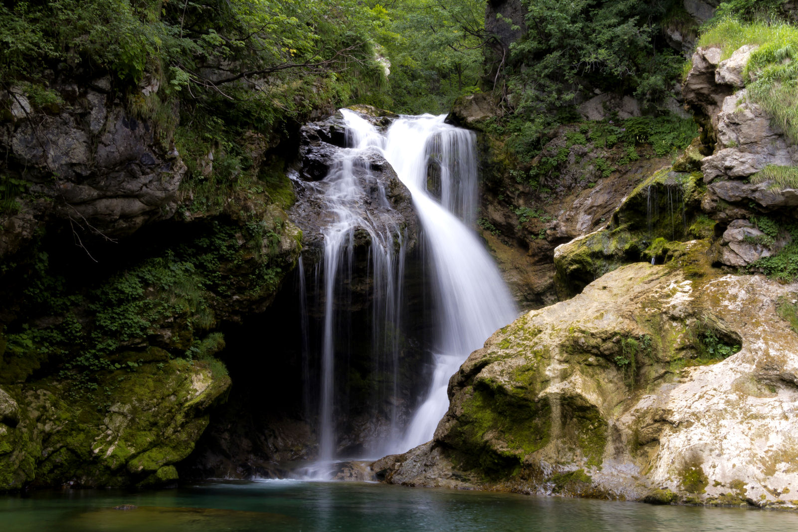 vintar-gorge-waterfall-slovenia