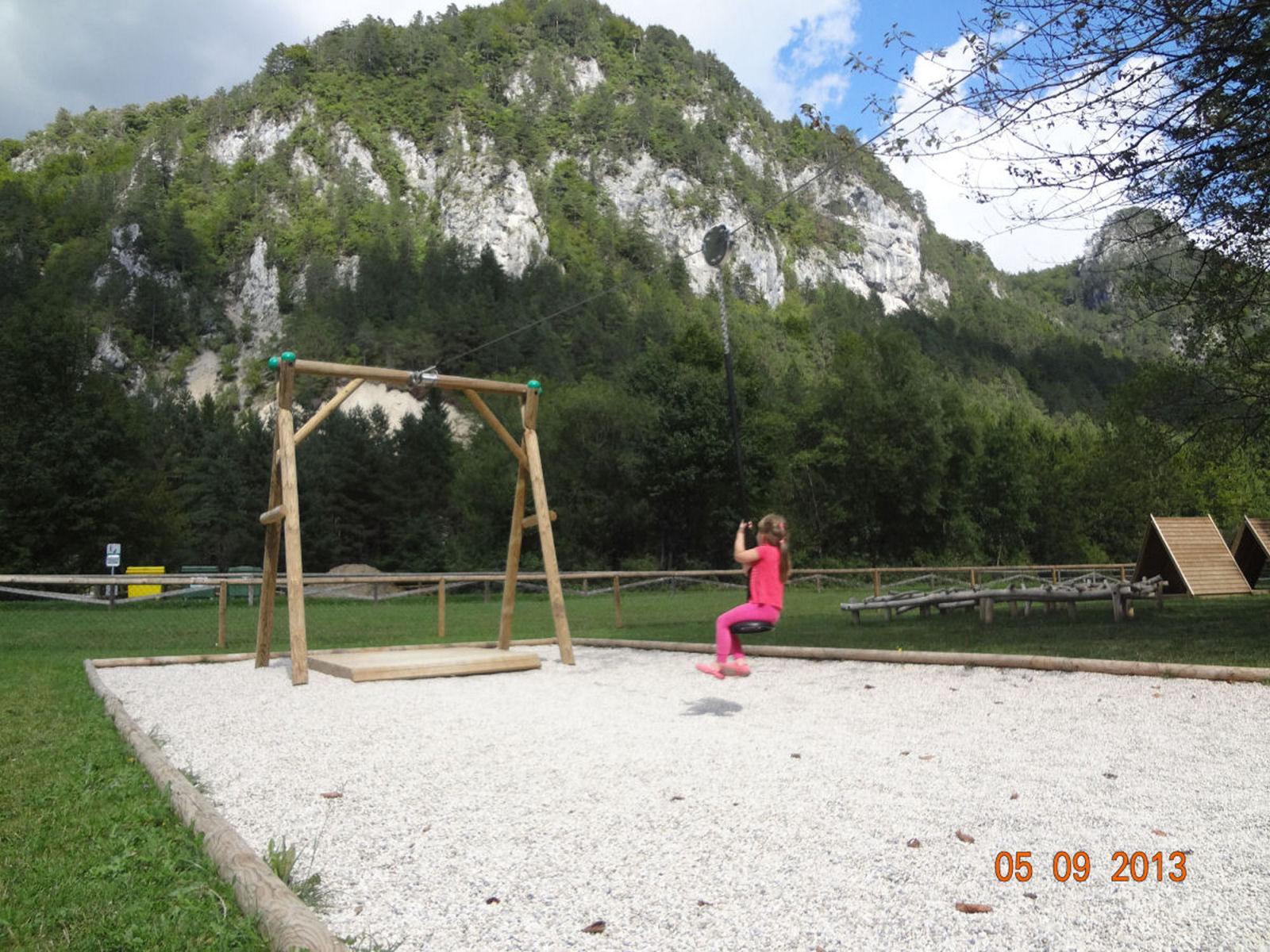 Otroško igrišče v bližini apartmaja na Gorenjskem v Sloveniji