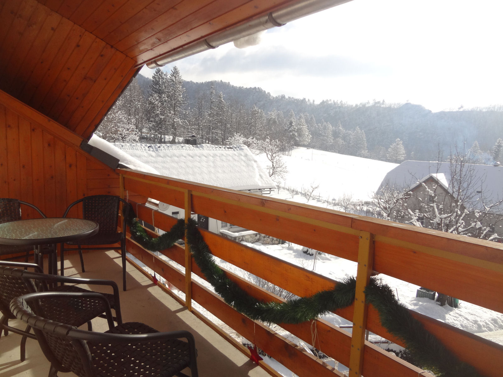 Fine Stay apartment balcony in winter