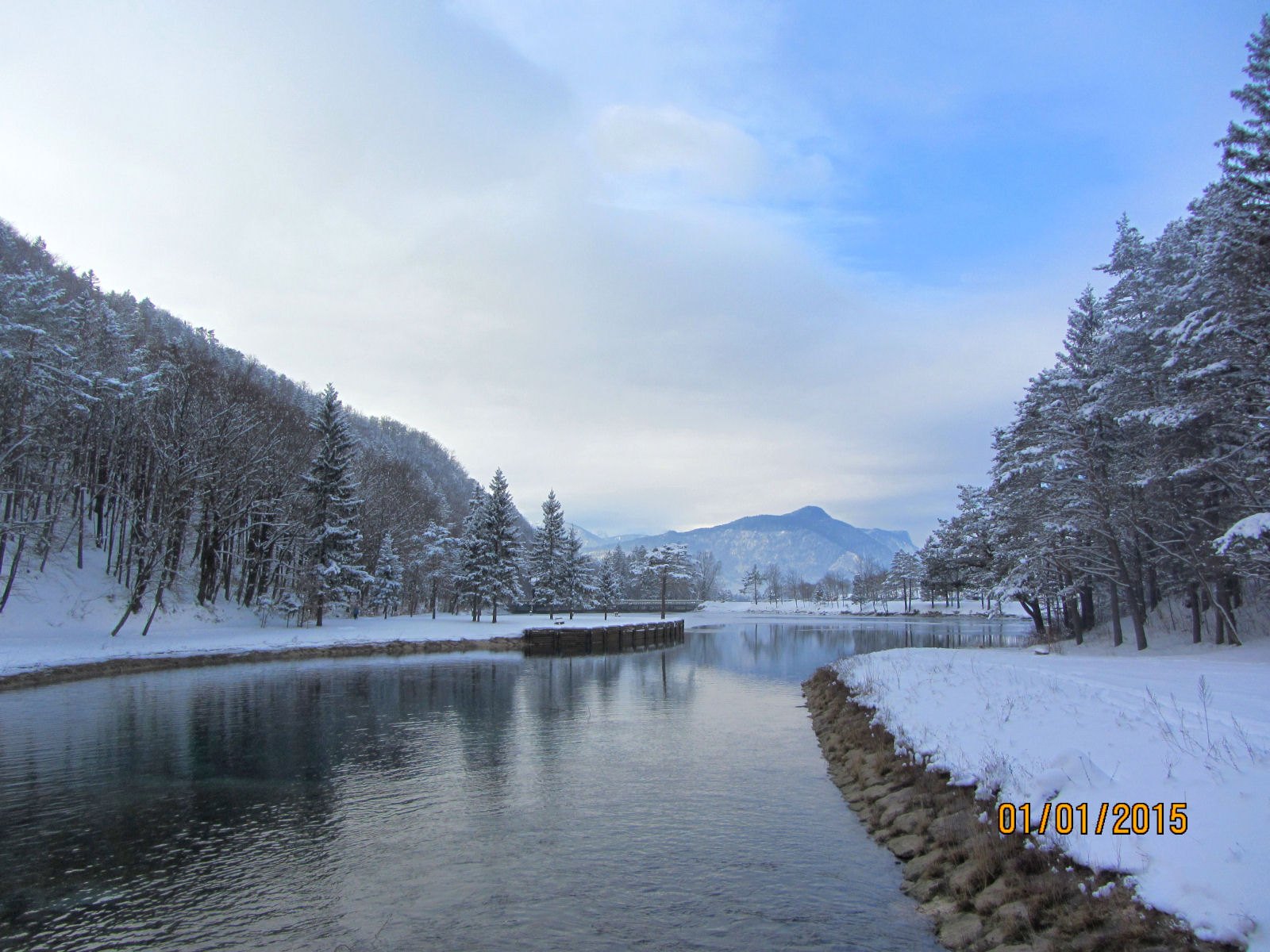 Lake Zavrsnica and the Slovenian Alps in winter