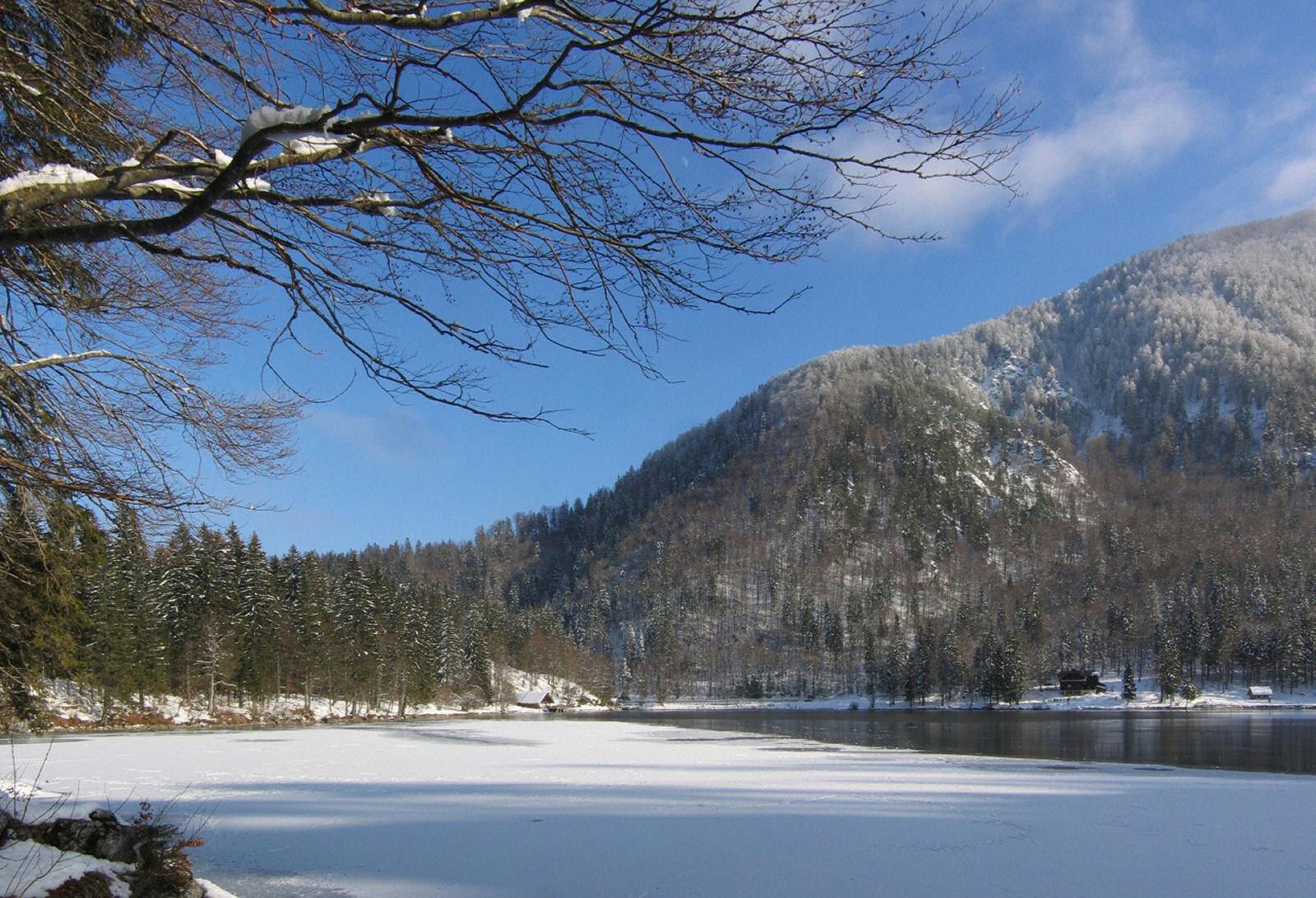 fusine-lakes-winter-04-italy