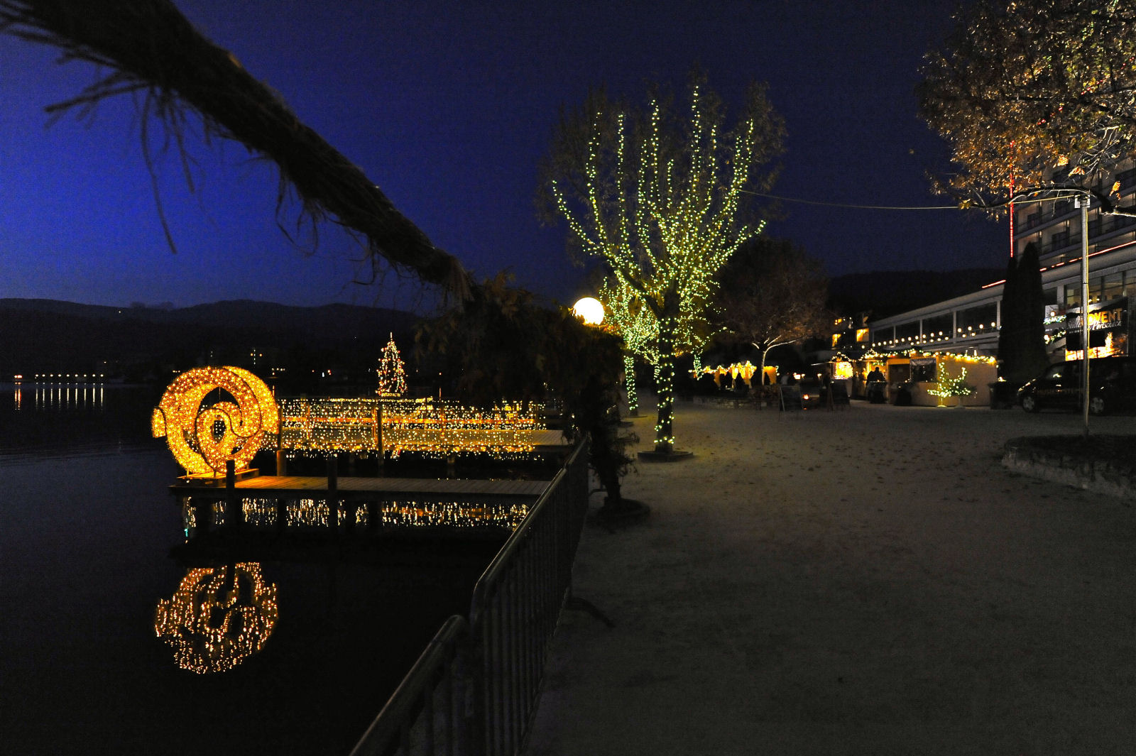 lake-woerthersee-promenade-advent-night