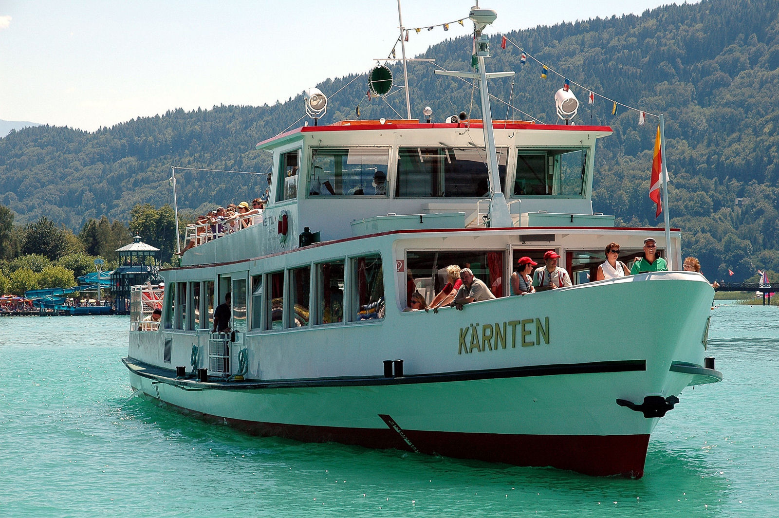 lake-woerthersee-tourist-ship-kaernten