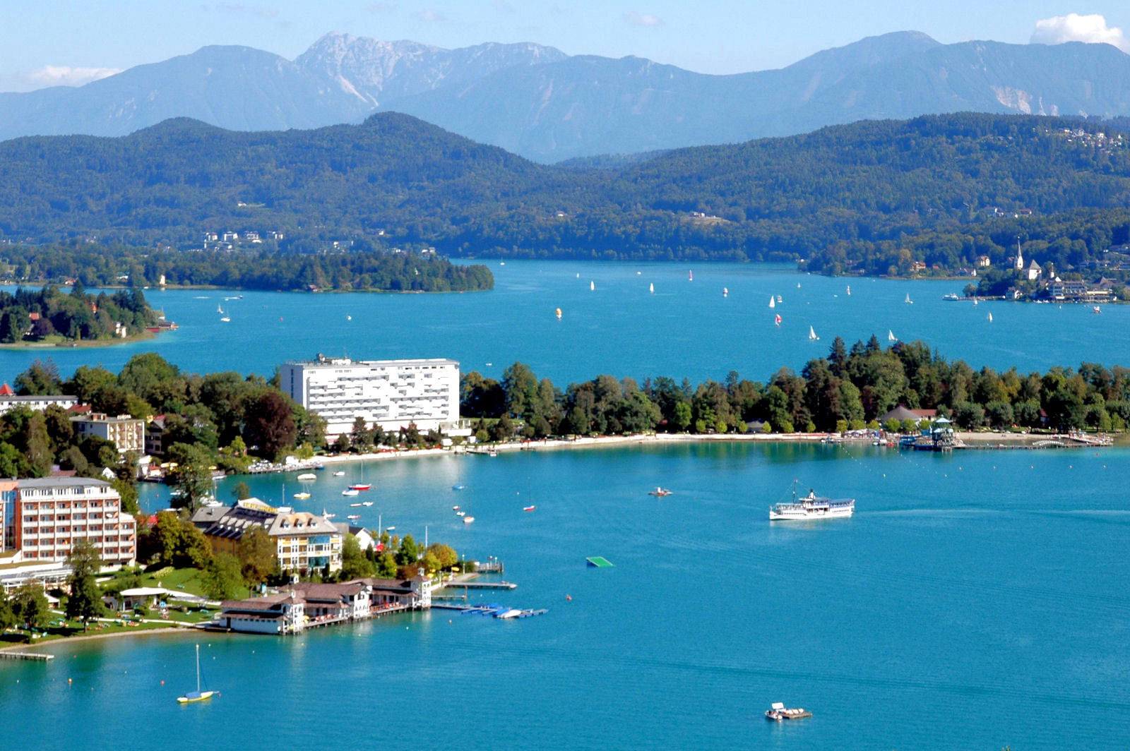 lake-woerthersee-tourist-ship