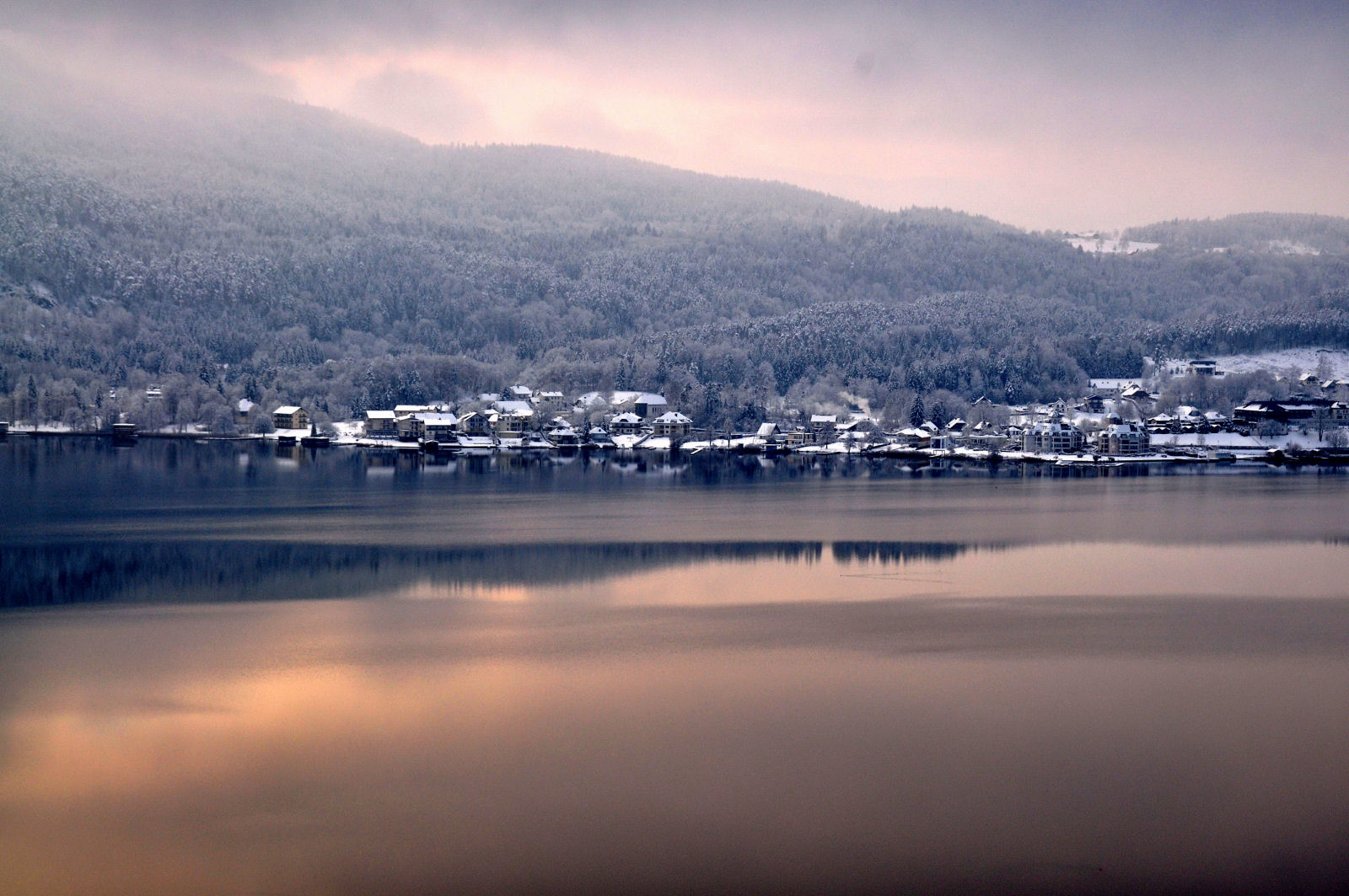 lake-woerthersee-winter-austria