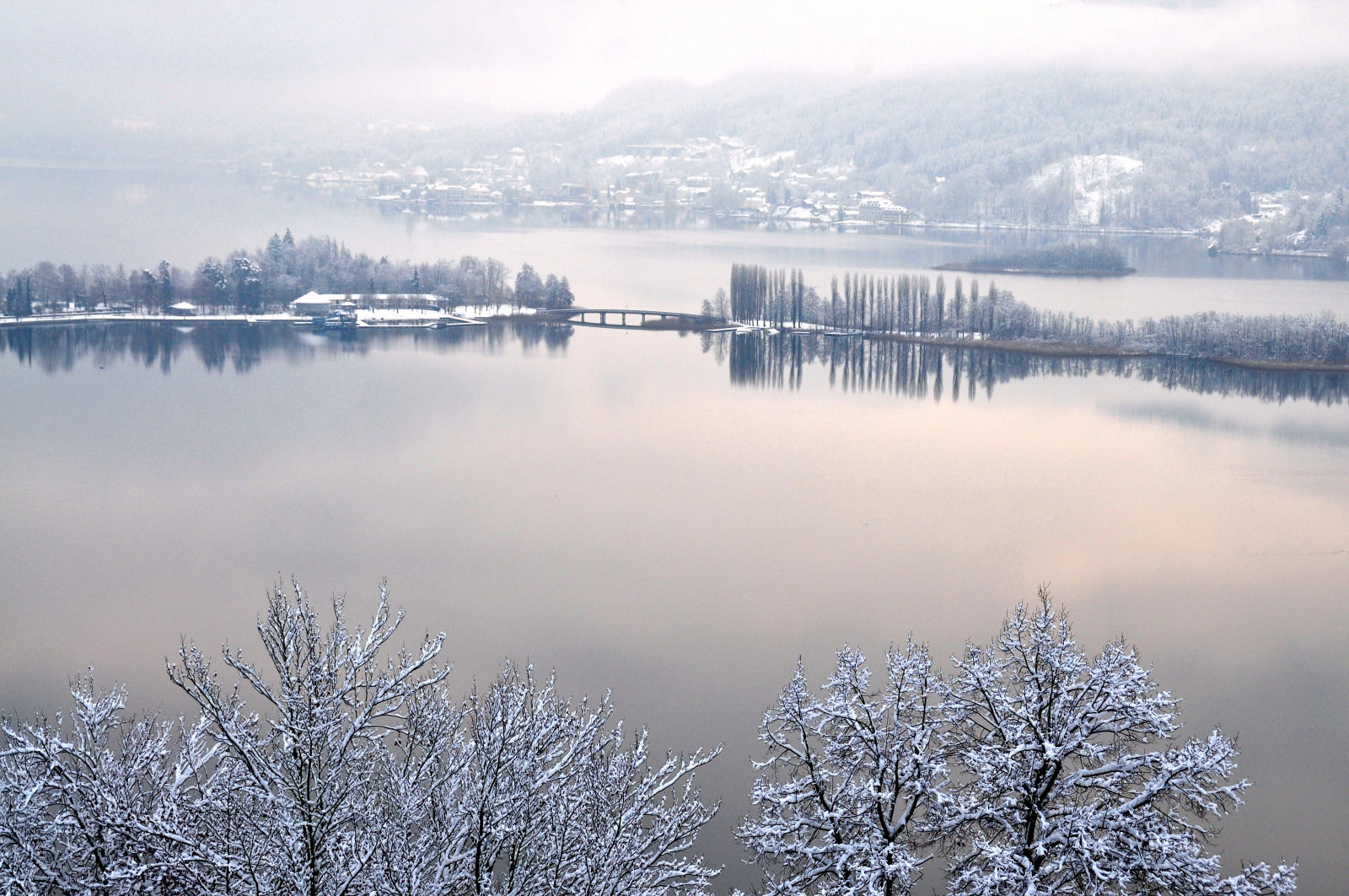 lake-woerthersee-winter-carinthia