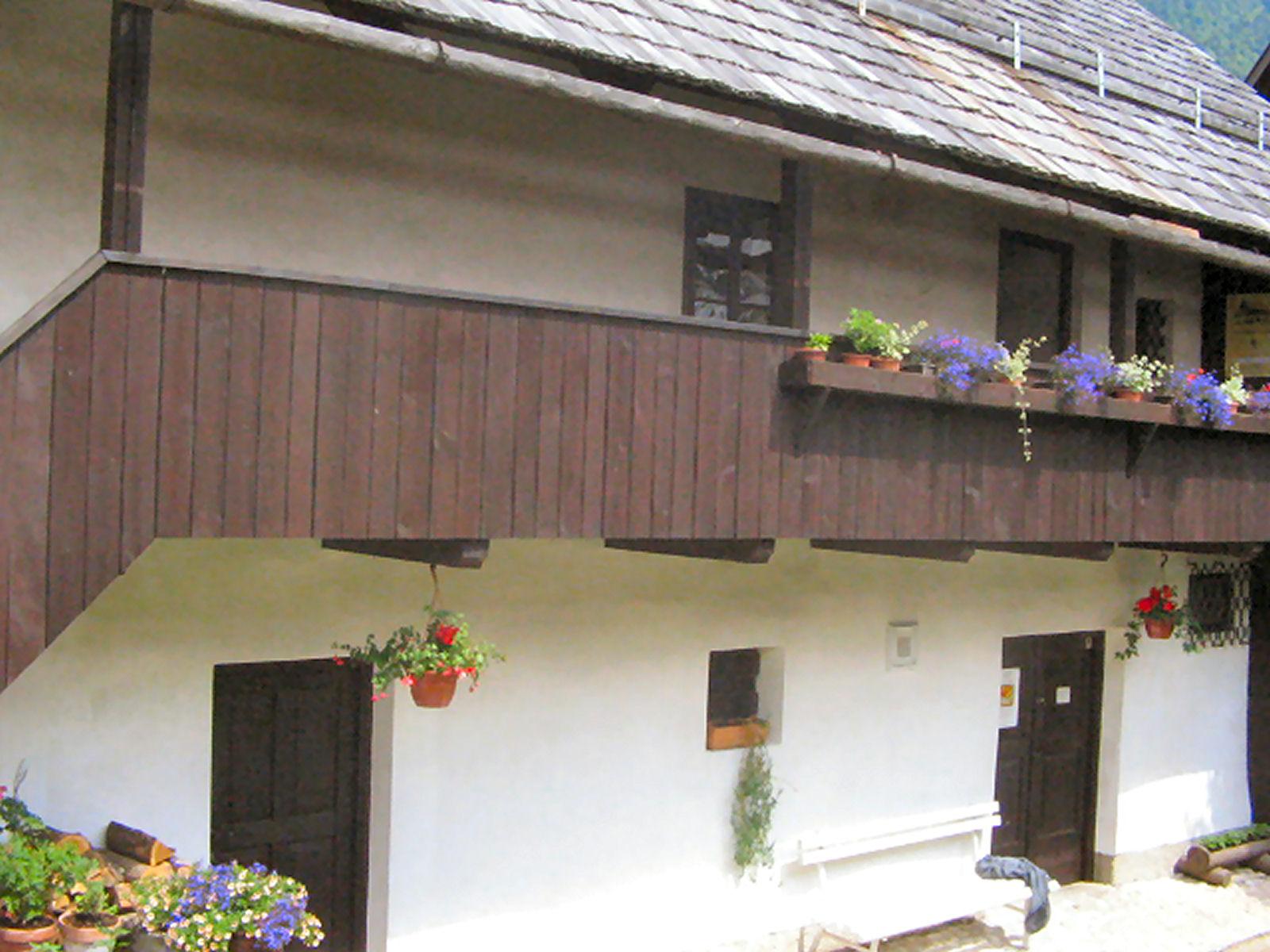 liznjek-farm-balcony-kranjska-gora