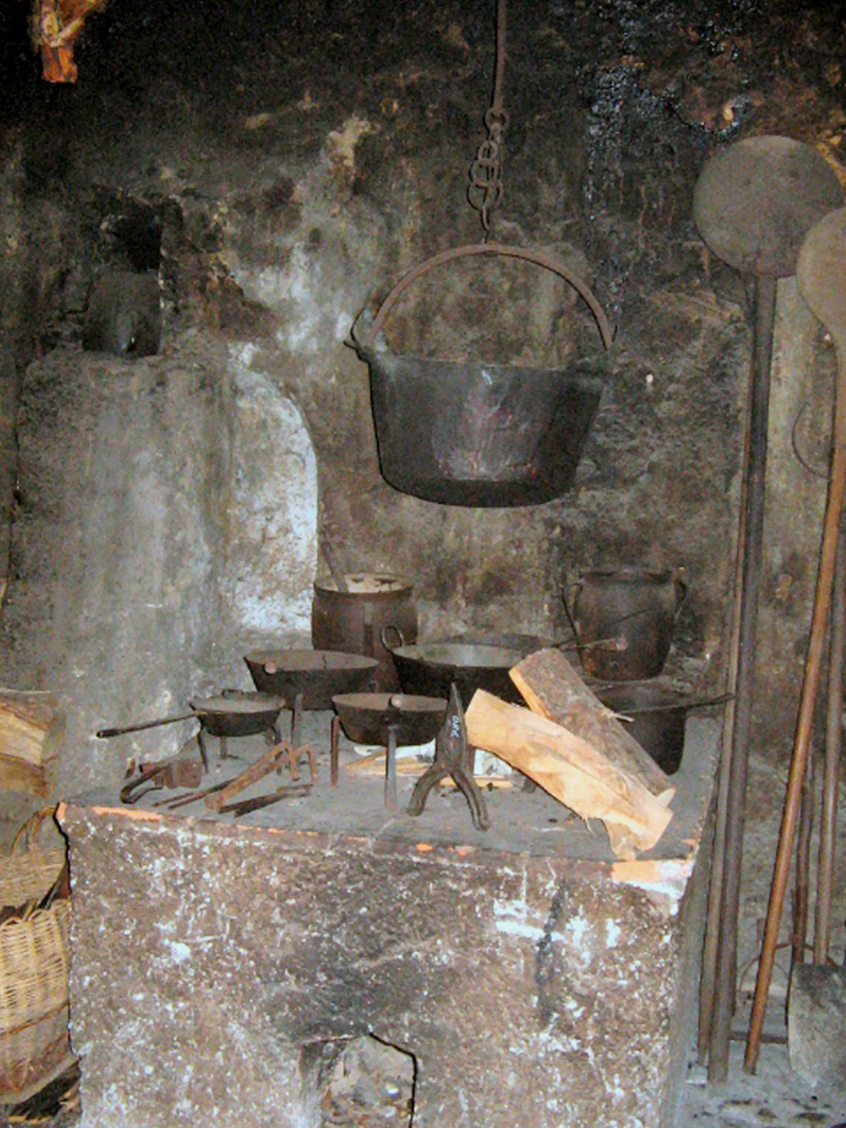 liznjek-farm-black-kitchen-kranjska-gora