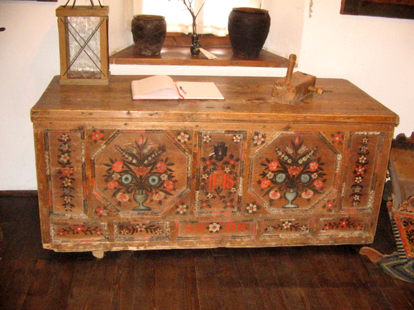 liznjek-farm-chest-kranjska-gora