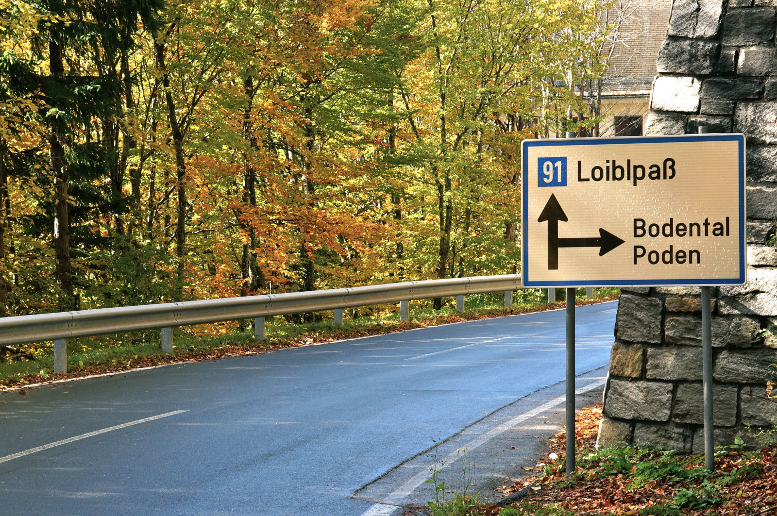 Fingerpost on the Loibl Pass road at the Sapotnica