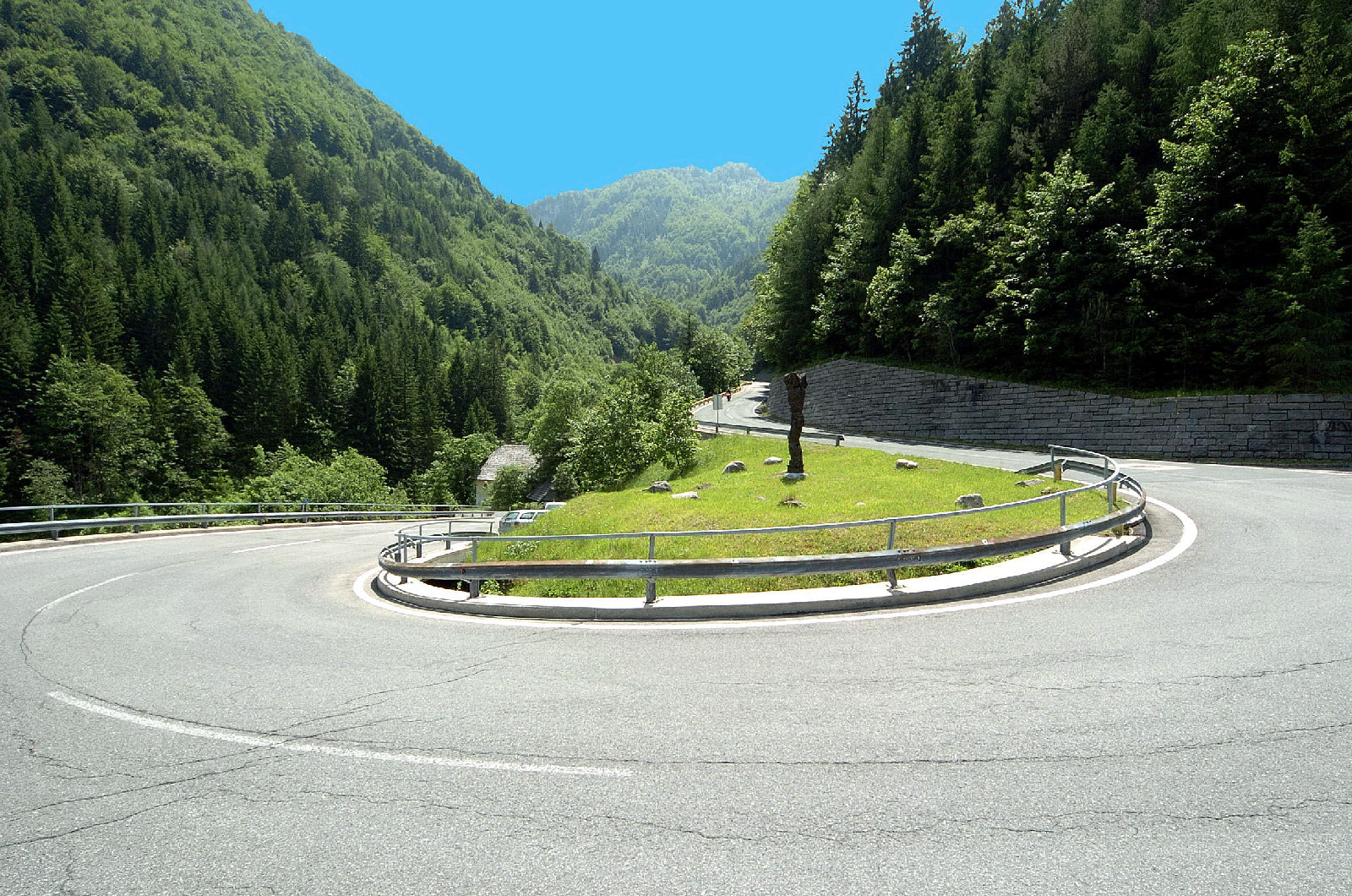 Hairpin turn on Loibl Pass road