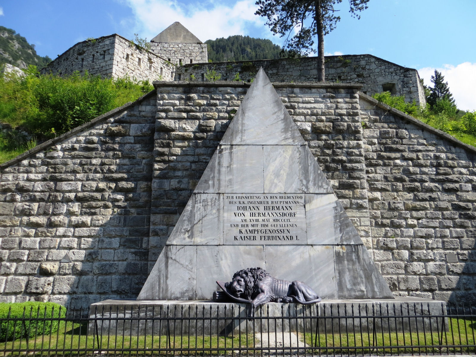 Along the road to Predel Pass stands a stone pyramid with a bronze statue of dying lion