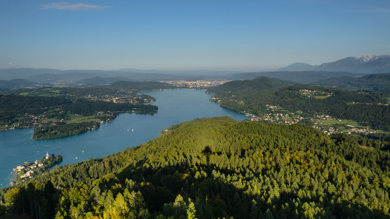 You can see the entire Lake Wörthersee and beyond and admire the beautiful landscape