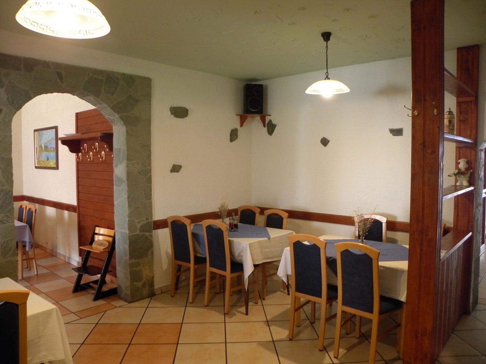 restaurant-knafel-inside-01-zirovnica
