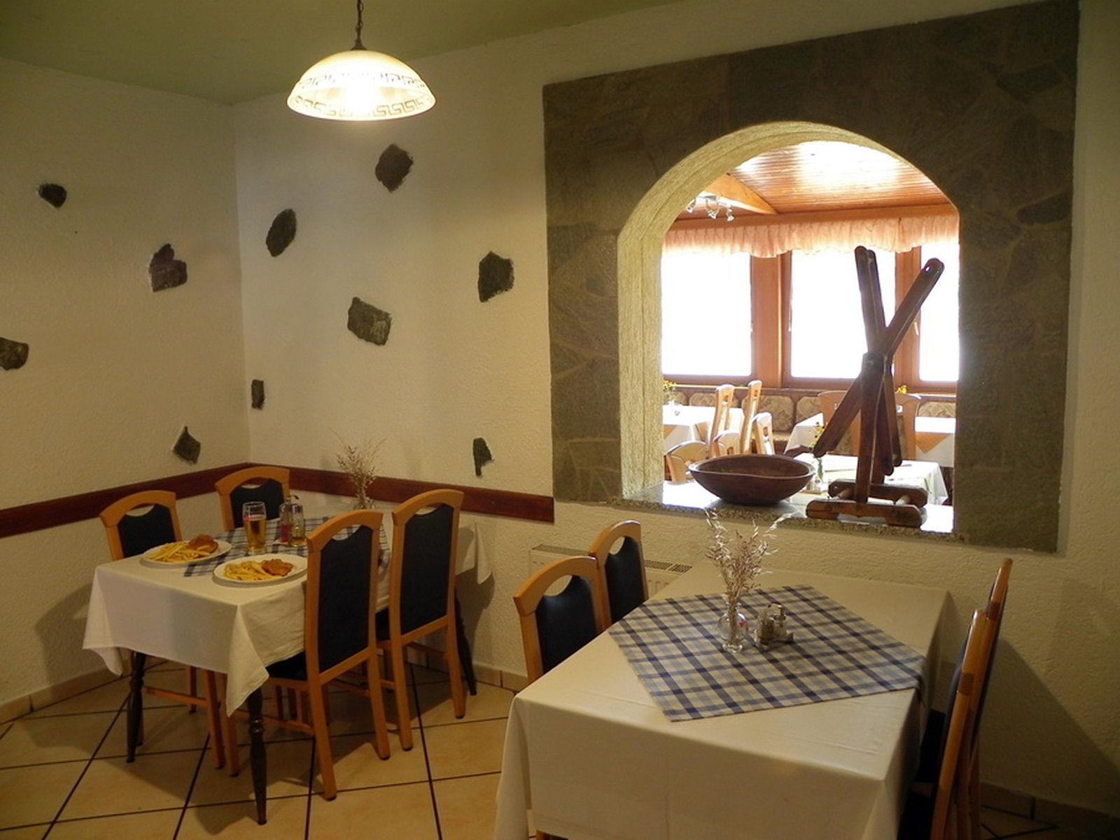 restaurant-knafel-inside-03-zirovnica