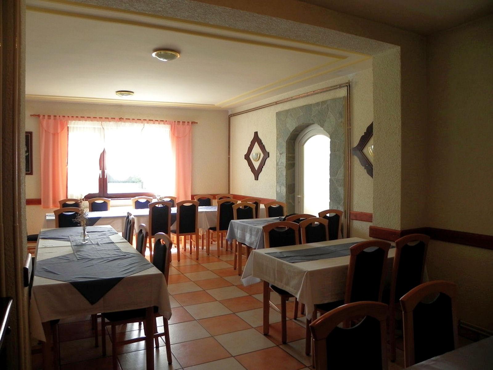 restaurant-knafel-inside-04-zirovnica