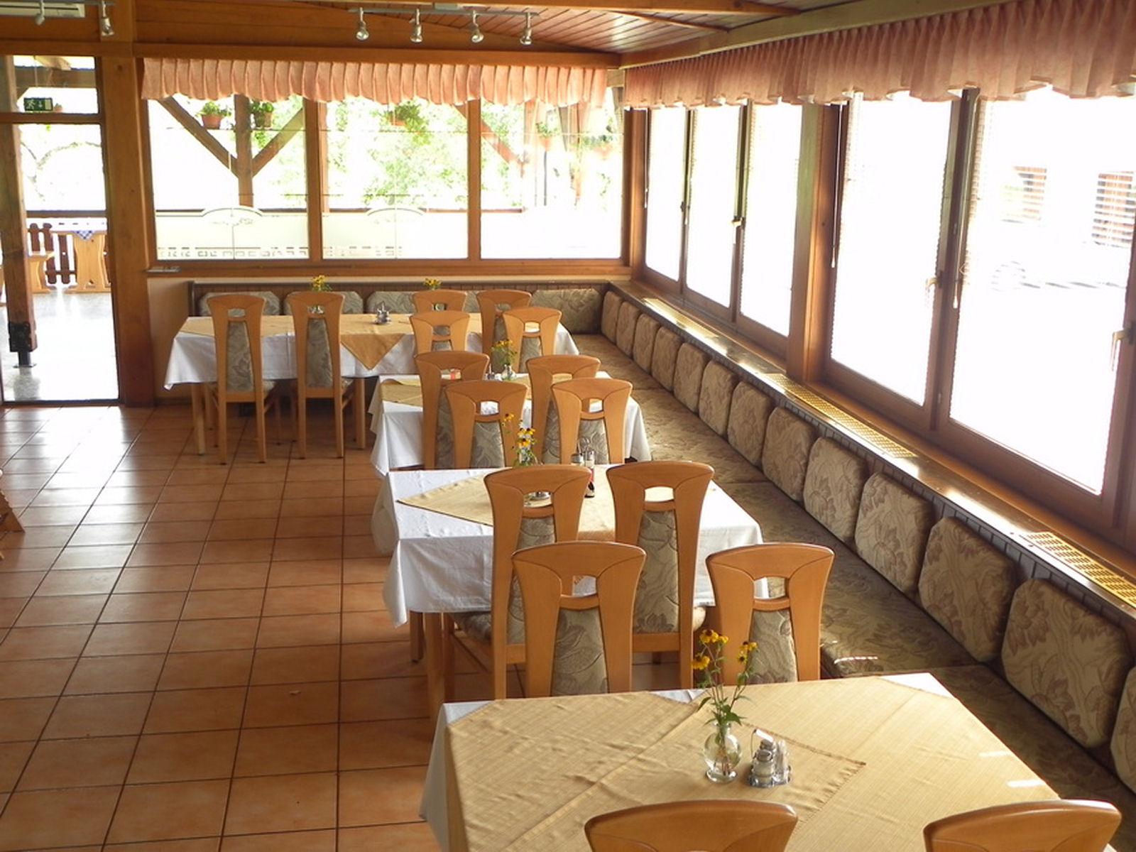restaurant-knafel-inside-05-zirovnica