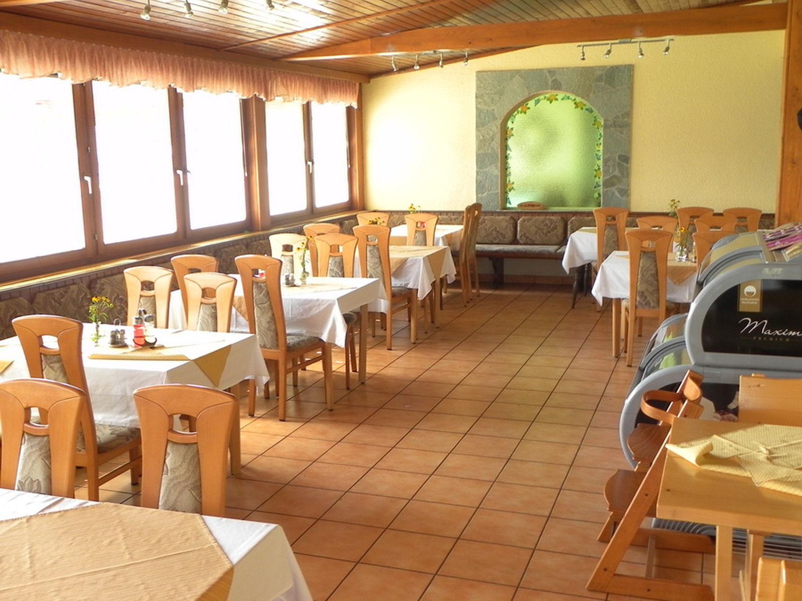 restaurant-knafel-inside-06-zirovnica