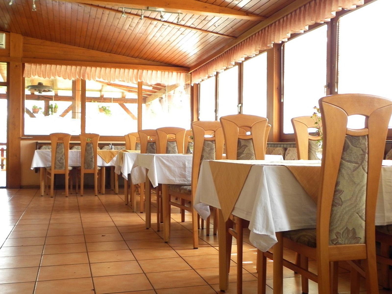 restaurant-knafel-inside-07-zirovnica