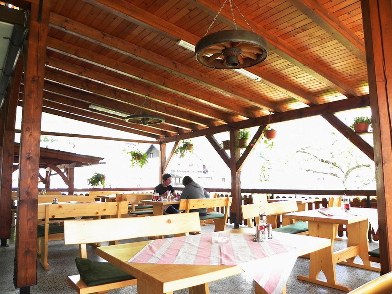 restaurant-knafel-terrace-01-zirovnica