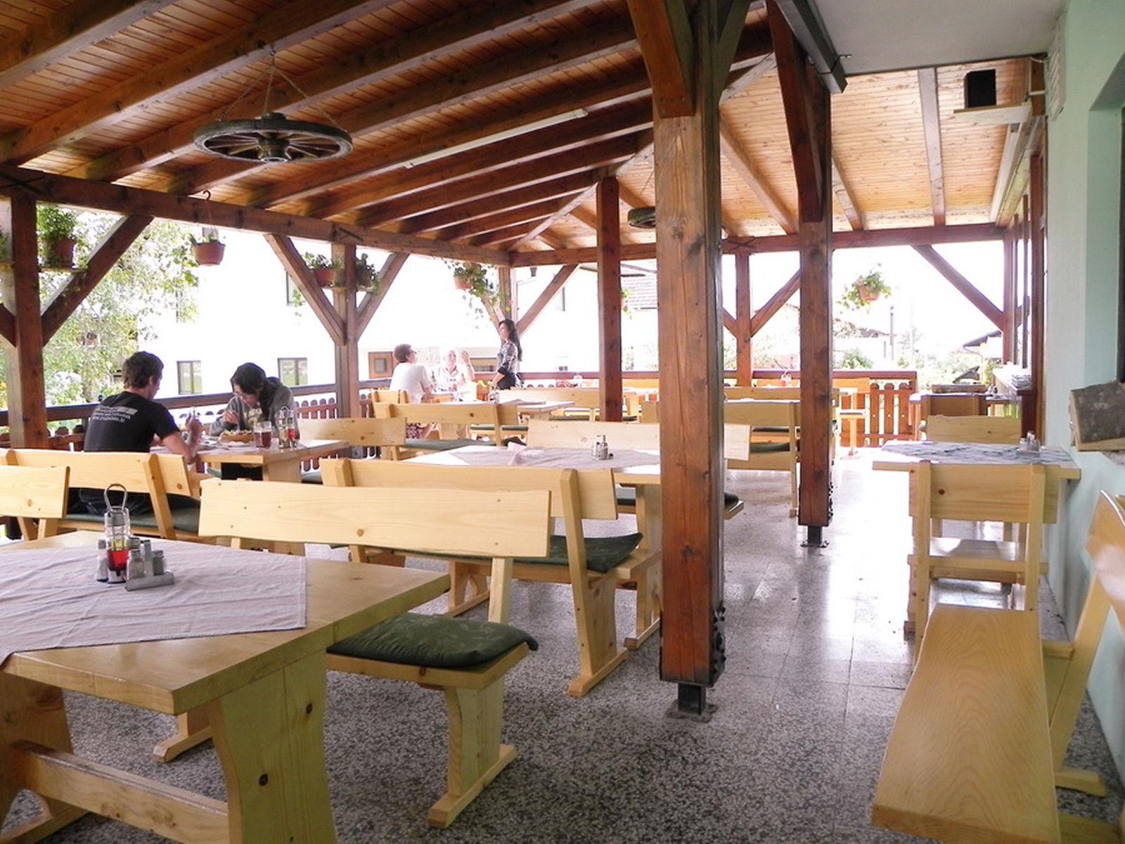 restaurant-knafel-terrace-02-zirovnica