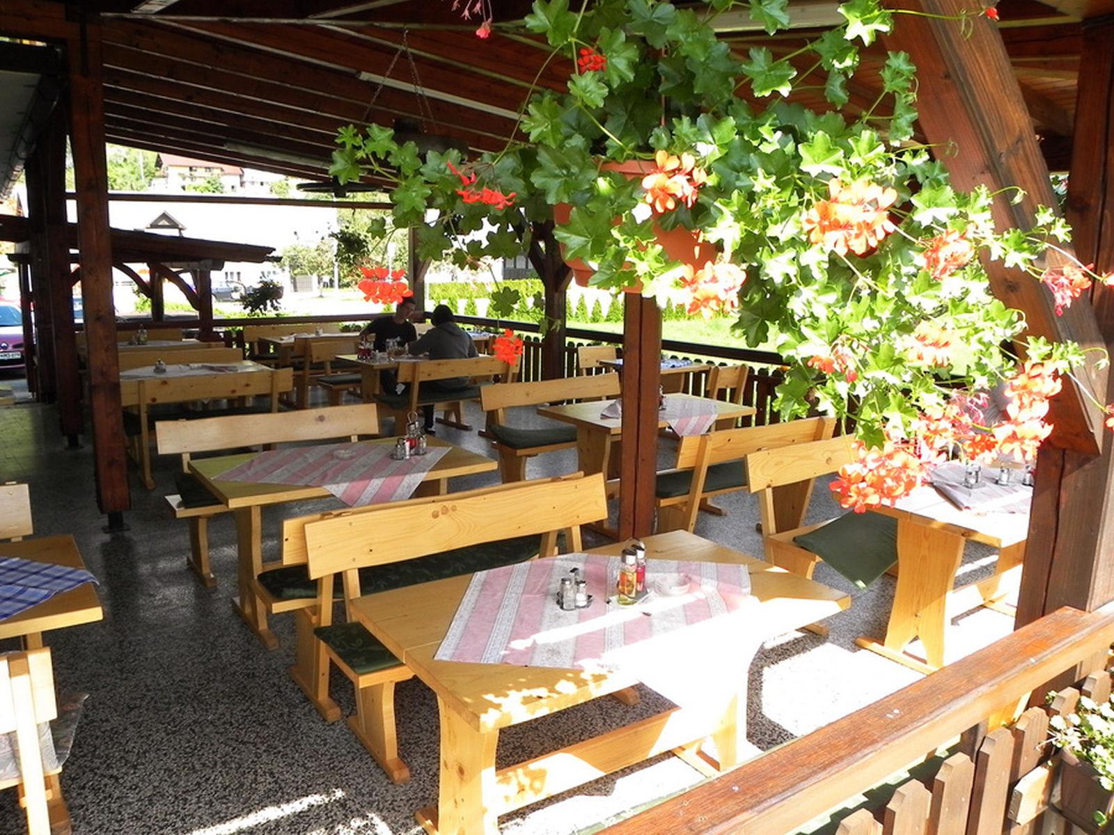 restaurant-knafel-terrace-zirovnica