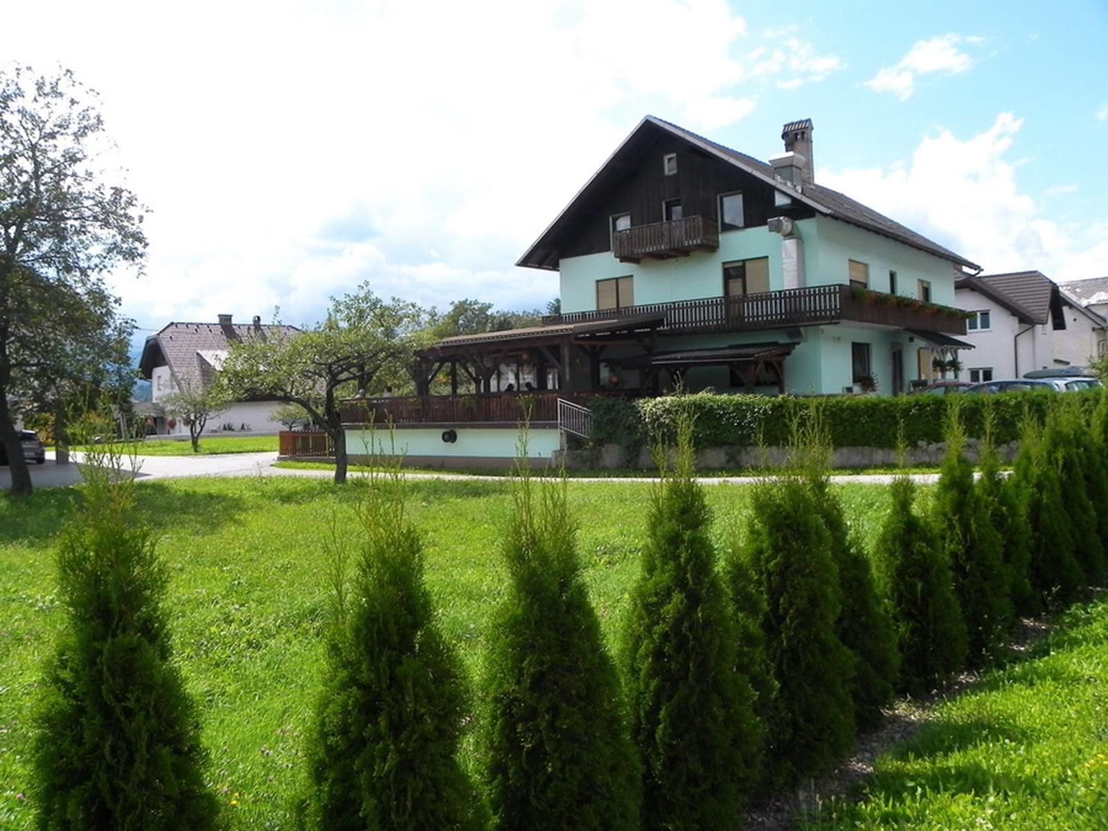 restaurant-knafel-zirovnica-01