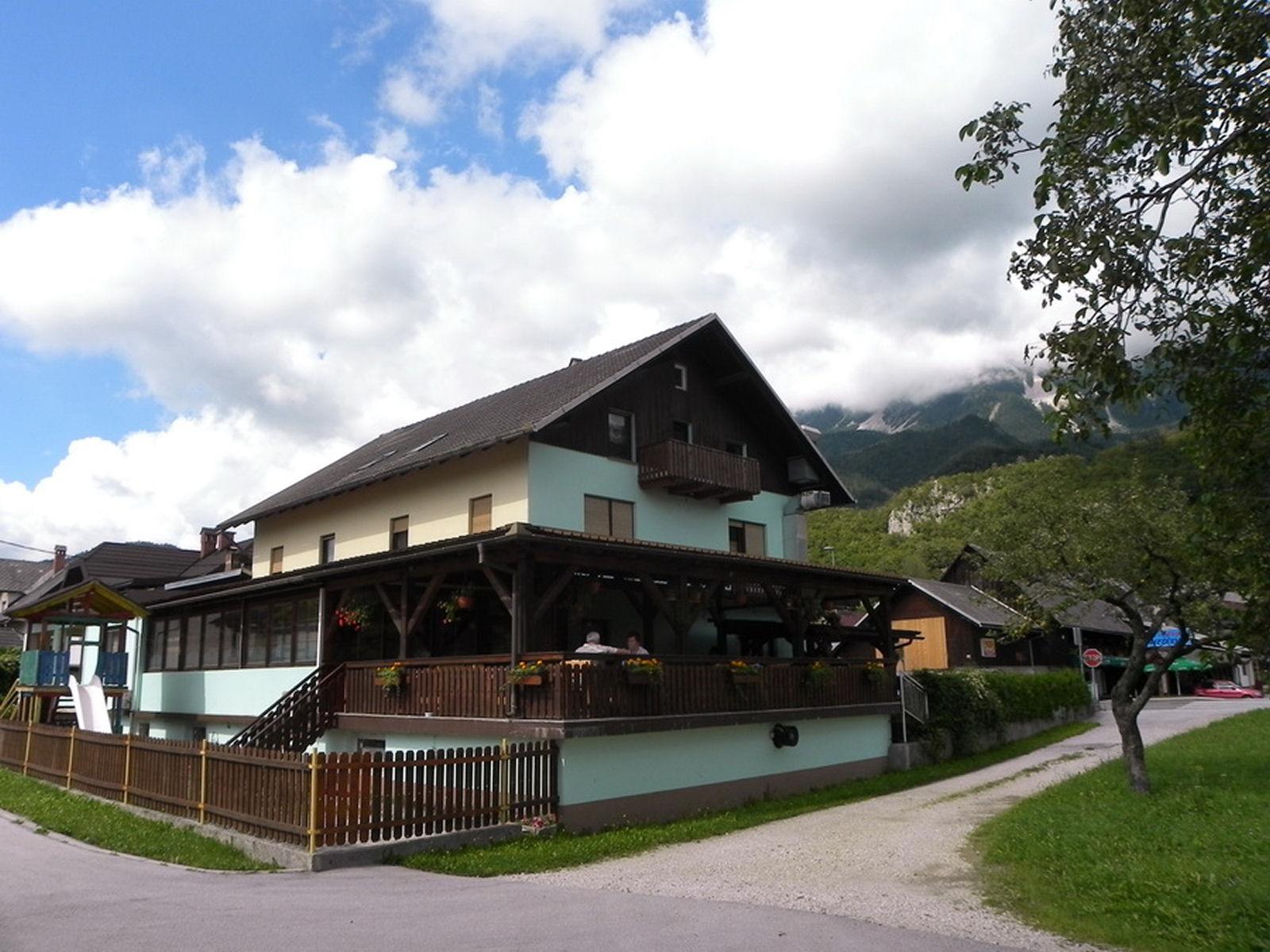 restaurant-knafel-zirovnica-03