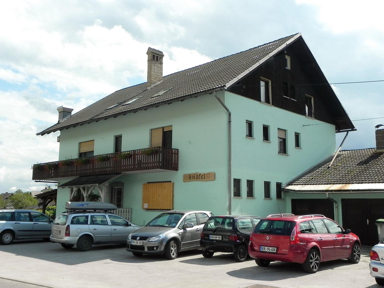 restaurant-knafel-zirovnica