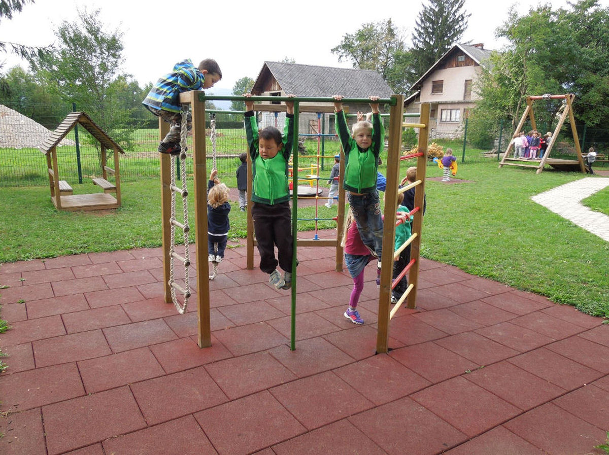 childrens-playground-breg-zirovnica-2