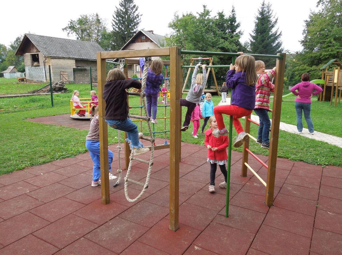 childrens-playground-breg-zirovnica-5