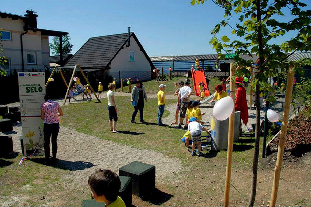 childrens-playground-selo-zirovnica-9