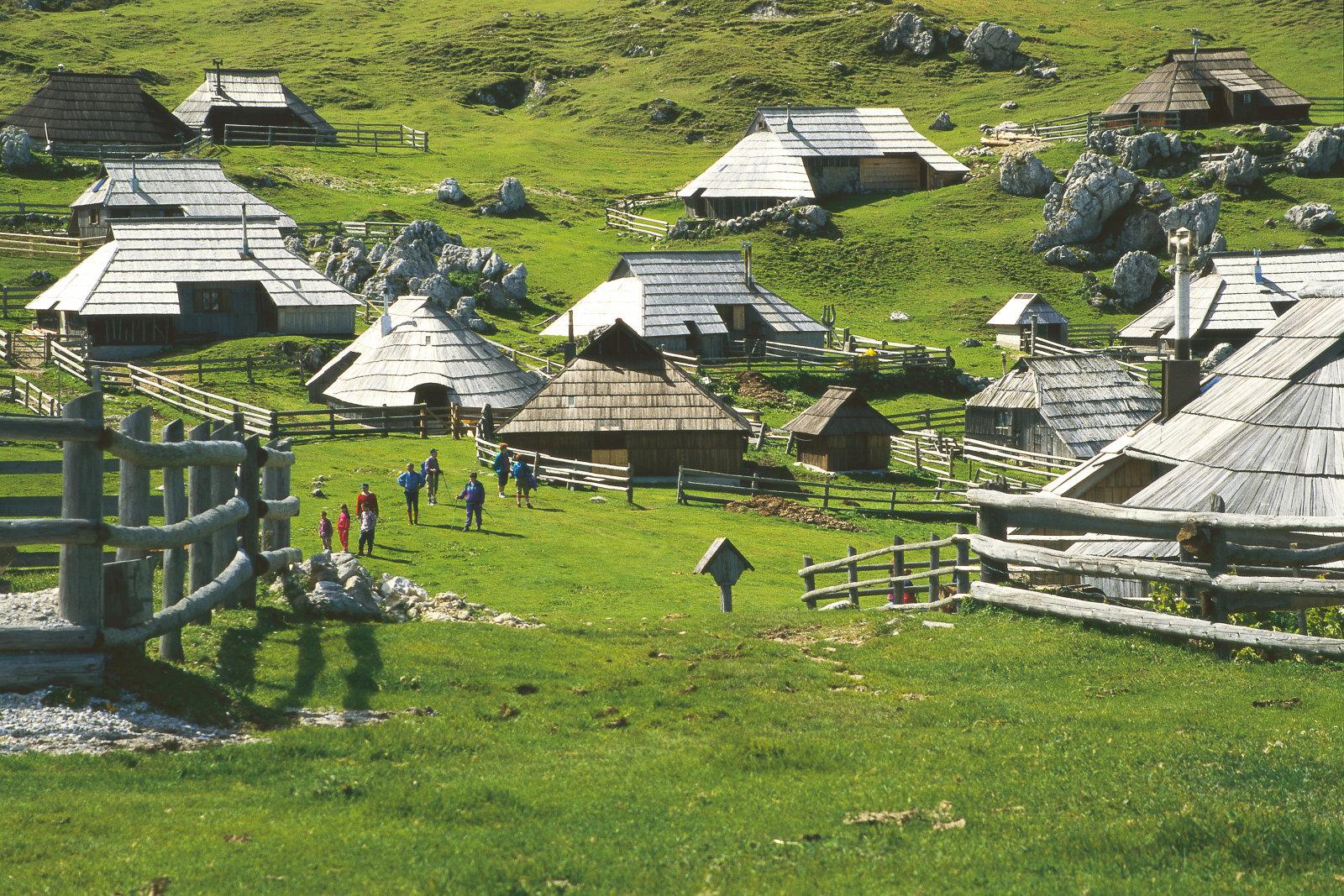 velika-planina-wooden-huts