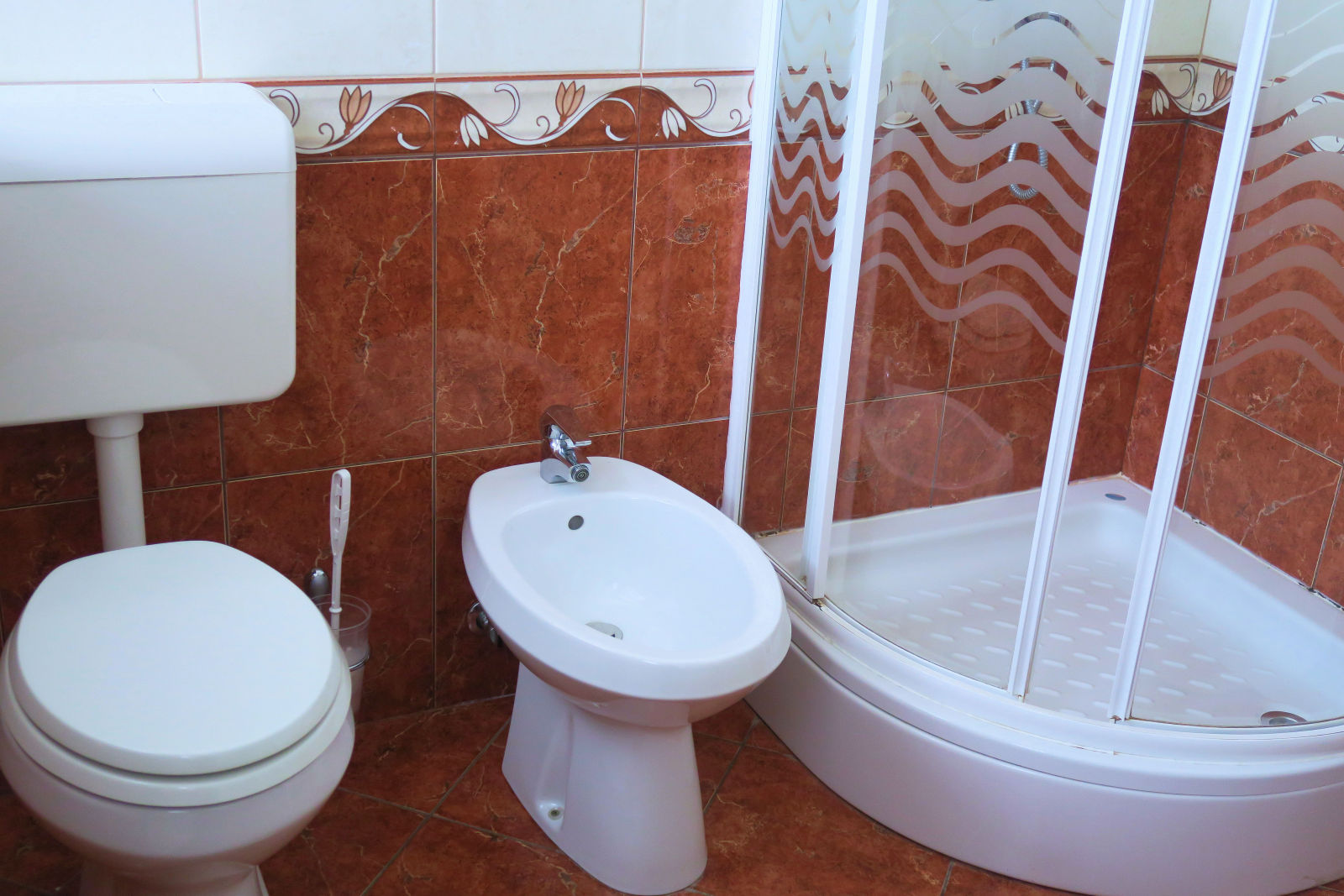 A toilet and a bidet of the Fine Stay apartment in Lake Bled, Slovenia