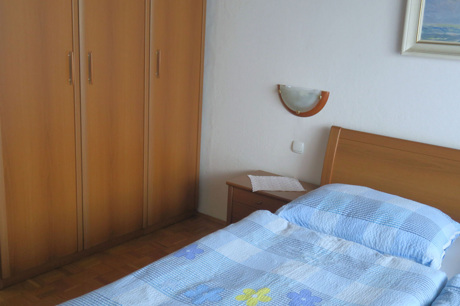 A bed and a closet bedroom of the Fine Stay apartment in Lake Bled, Slovenia