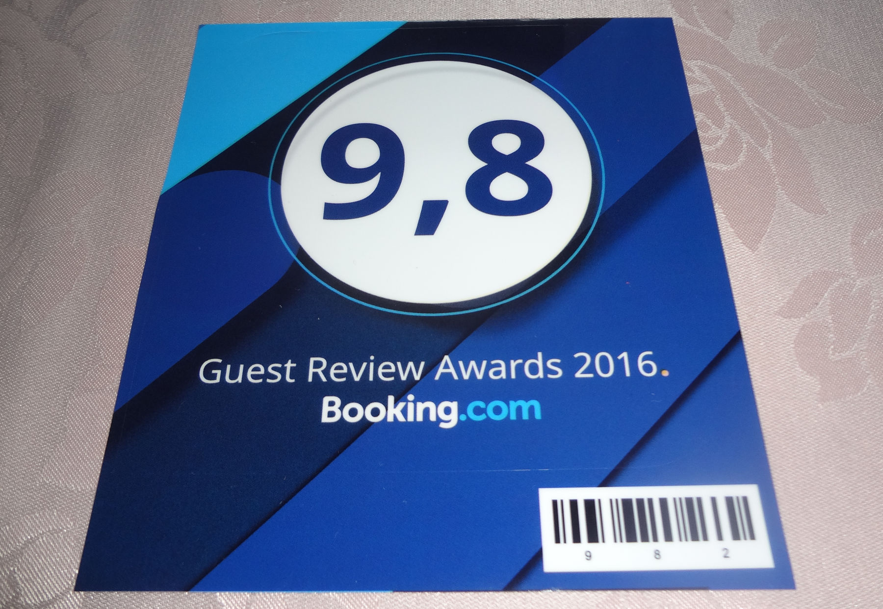 Guest Review Awards 2016 sticker from Booking