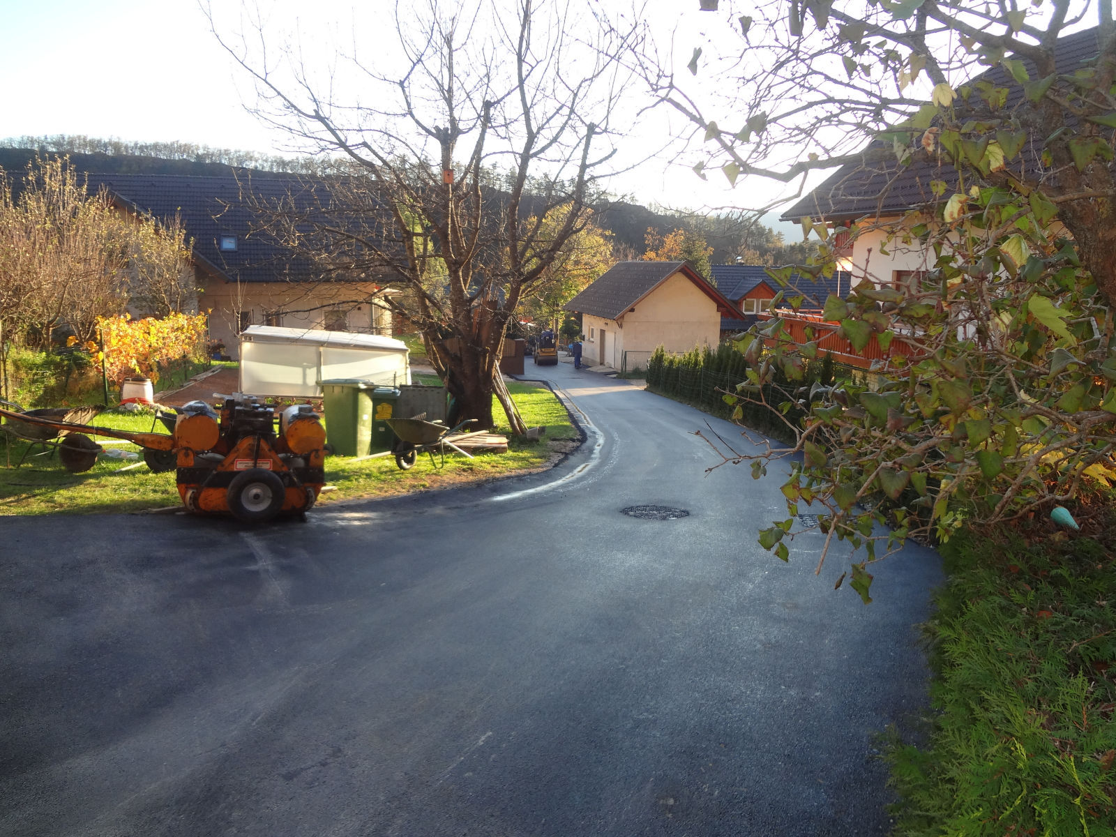 The driveway of Apartments Fine Stay after resurfacing with new asphalt