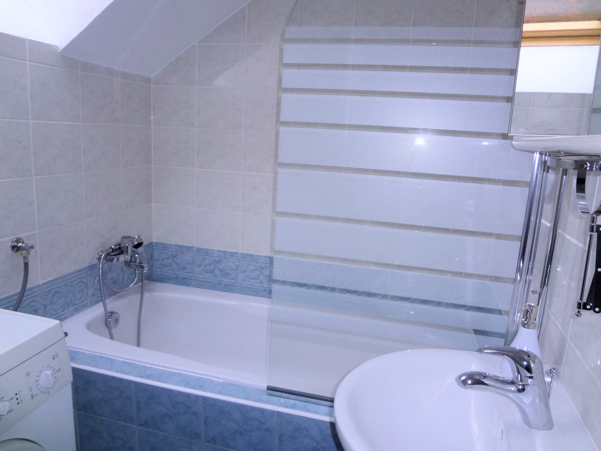 A bathtub in the bathroom of Apartments Fine Stay in the Bled area of Slovenia