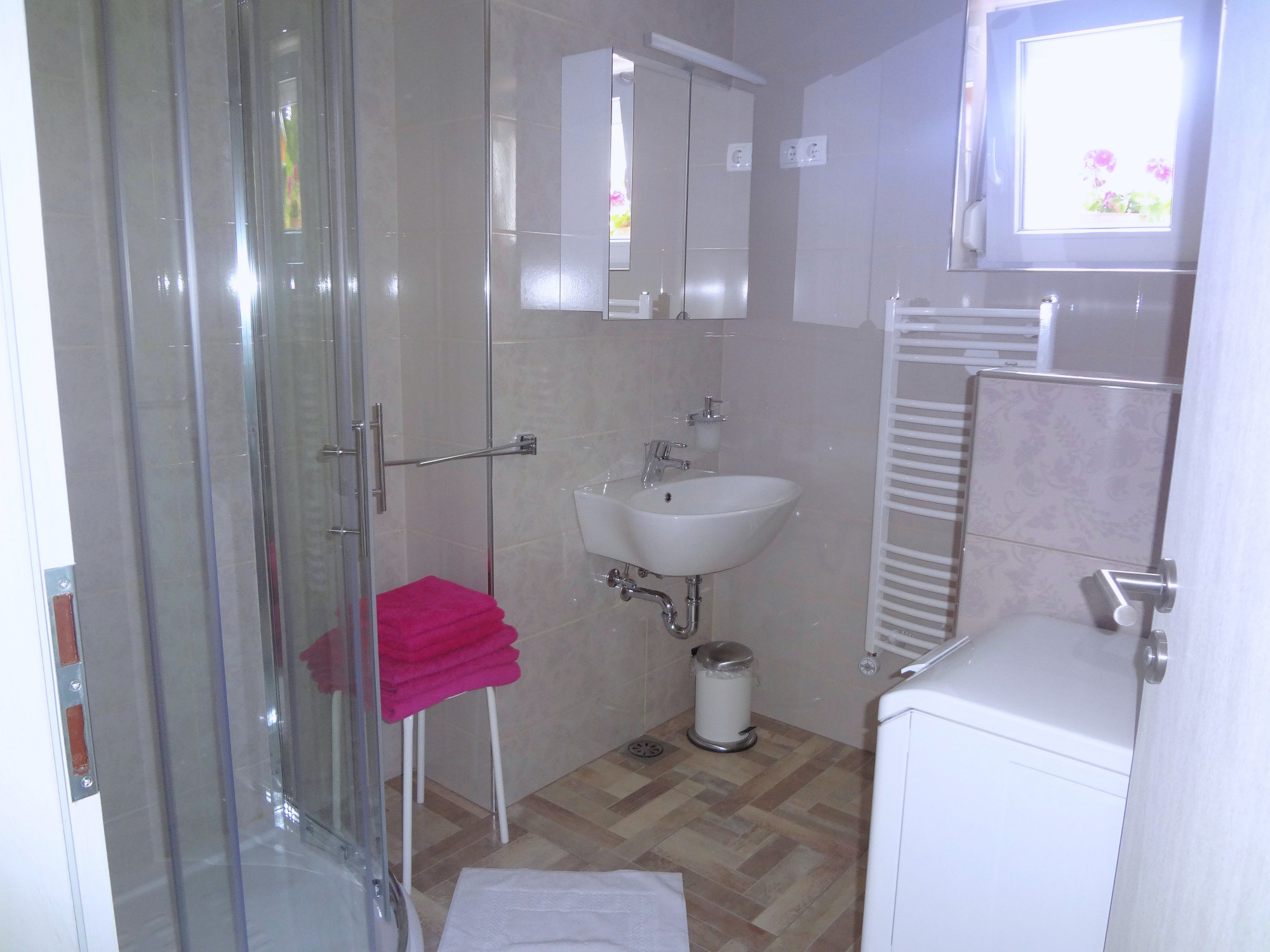 A modern bathroom in Apartments Fine Stay in the Gorenjska region of Slovenia