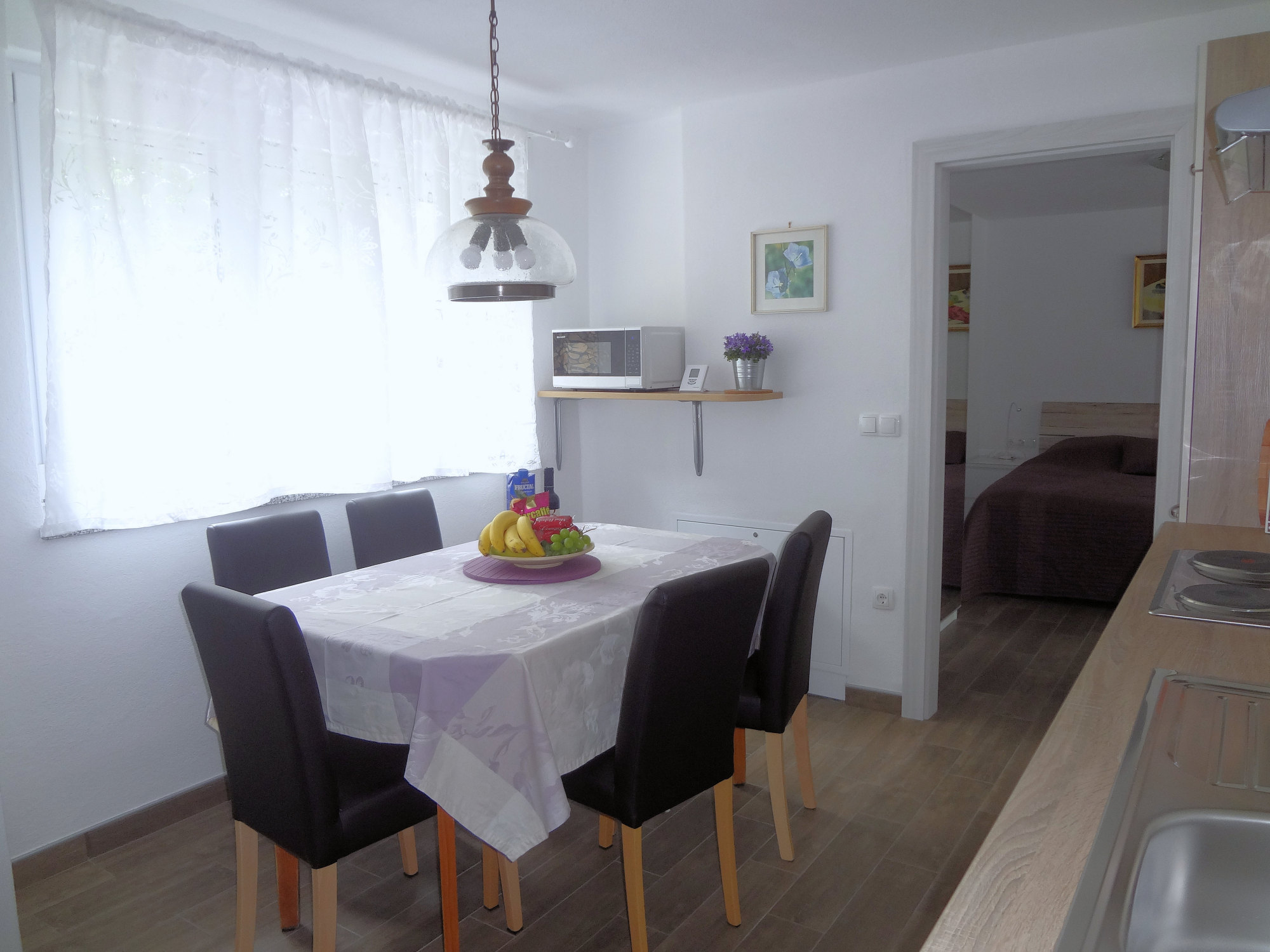 A dinning table in the kitchen of Apartments Fine Stay in the Gorenjska region of Slovenia