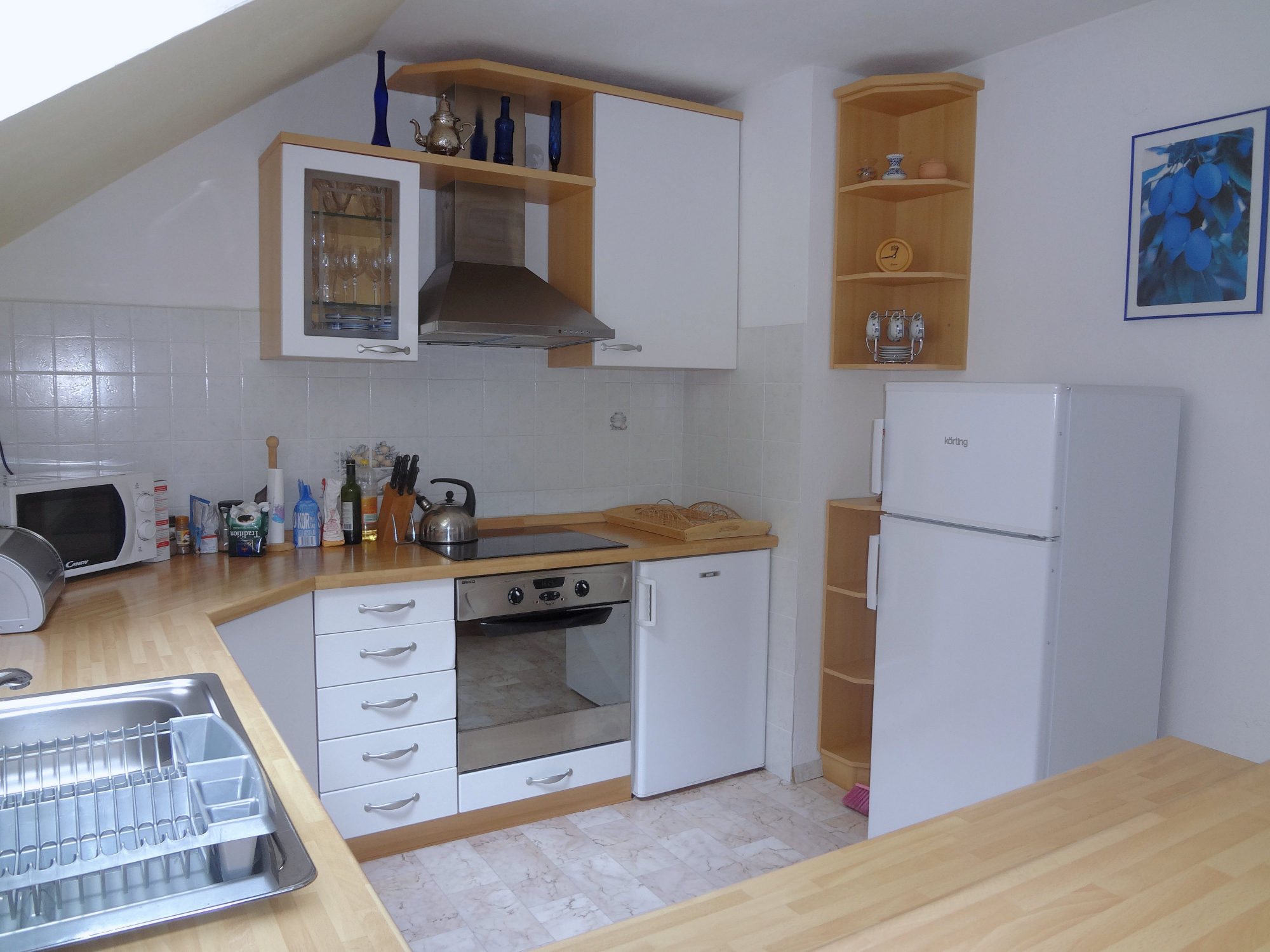 The kitchen of Apartments Fine Stay in the Bled area of Slovenia
